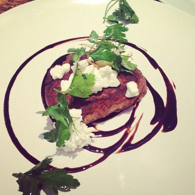 Le pancake d'aubergine, chèvre, balsamique réduit | Flickr: partage de photos!