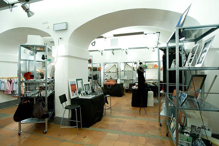 Mostra mercato - Fuori dal coro - a Palazzo Velli. Vestiti, gioielli, accessori, arredo oltre che laboratori per conoscere meglio il mondo dell'artigianato contemporaneo.