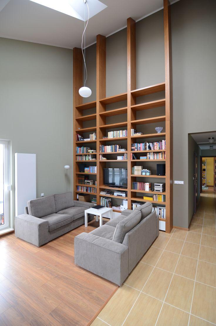 http://www.yotka.pl/      6 - meter shelves, wood veneer  Projekt klienta. Niezwykłe mieszkanie - ponad 6 - metrowe w najwyższym punkcie. Regały były małym wyzwaniem, ale efekt ostateczny - znakomity, materiał - fornir naturalny, lakierowany. YOTKA - wyposażenie wnętrz meble