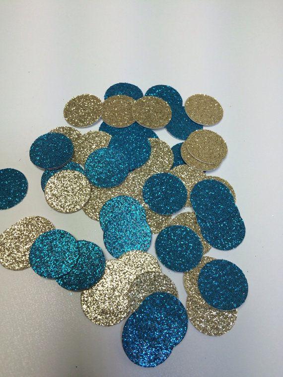Deze blauwe en gouden confetti is gemaakt met behulp van flonkerde cardstock thats lignine en zuurvrij. Het is flonkerde/gekleurde aan de voorkant, en wit op de achterkant. Het maakt grote tabel scatter voor blauwe en gouden thema babydouche, verjaardagsfeest, bruiloft, of bruiloft.  Ontvangt u 150 cirkels die 5/8 diameter. Wenst u een ander formaat, gebruik kleur, of een combinatie van kleuren, de knop aangepaste volgorde. Ik zou graag iets maken alleen voor jou.