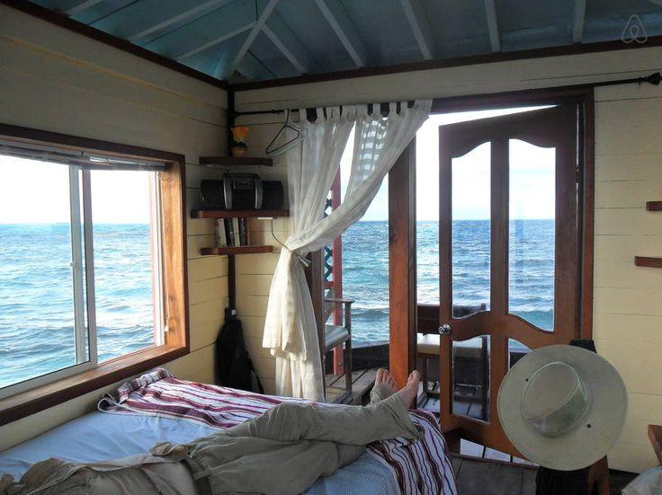 Regardez ce logement incroyable sur Airbnb : Bird Island - Placencia, Belize - Iles à louer à Stann Creek Dist