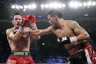 Sergio Martinez survives late barrage to defeat Julio Cesar Chavez Jr. by unanimous decision