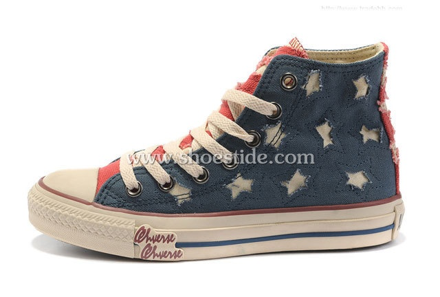 Converse All Star Lovers Canvas shoes Blue red. This shoes features a classic design with a universal appeal, see it, love it, then make it. Here just $58 at www.shoestide.com.: Converse All Star, Canvas Shoes, Flags, High Tops, Blue, Stars, American Flag, Converse Shoes, Canvases