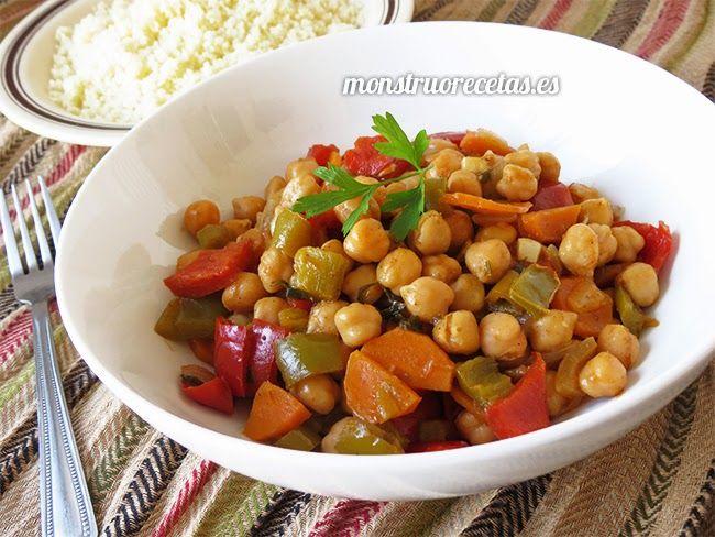 Receta de salteado de garbanzos con verduras y especiados al estilo de Marruecos. Un plato fácil y diferente.