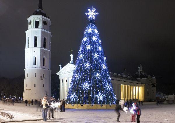 7 Christmas Traditions Around The World - PureTravel