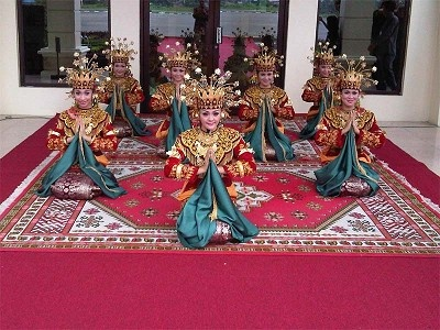 Indonesian Traditional Dance, TARI SEKAPUR SIRIH, from Jambi, indonesia.