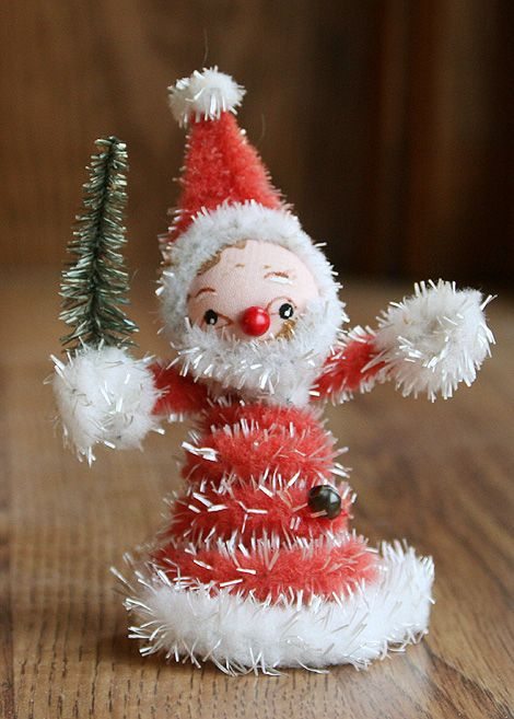 DIY pipe cleaner Santa from Laurie {Liquid Paper} #winter #holiday #christmas #crafts