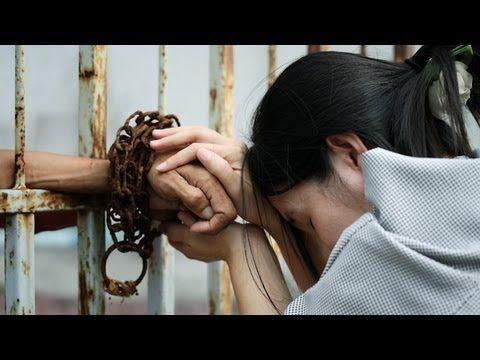"""""""Cárcel de Mujeres"""" es una interesantísima serie que muestra realmente como es una cárcel con internas, y con casos de rehabilitación de distintas personas, que por distintos motivos, han recurrido a las drogas, el alcohol, las pastillas y a otros tipos de tóxicos para así olvidar sus problemas. Y, como si fuera poco, enfrentan serios problemas con la justicia."""