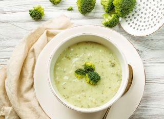 Sopa de castanha de caju e brócolis