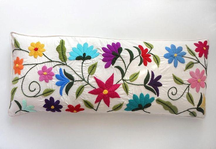 almohadón flores - Bordado mexicano