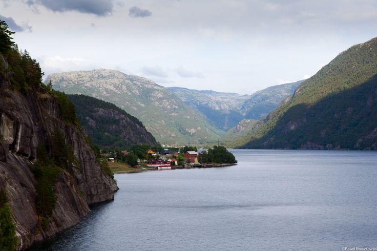 Takie widoki czekają na turystów podczas podróży drogą nr 13, od Stavanger na północny wschód Norwegii. Fot. Paweł Bruczkowski / fiordy.com #Norwegia #fiordy #podrozzycia
