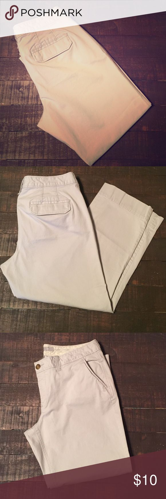 Old Navy Khaki Capris Old Navy Khaki Capris. Regular fit. Good condition. Old Navy Pants Capris