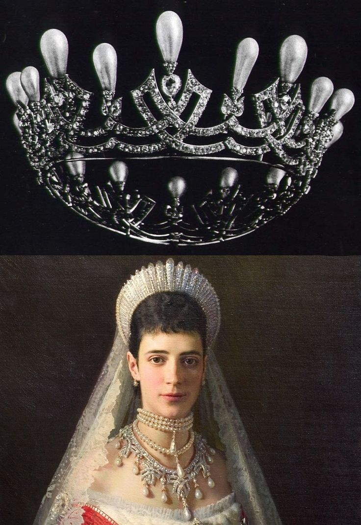 Cartier tiara/necklace belonging to Maria Feodorovna, Empress consort of Russia as spouse of Emperor Alexander III. Picture depicts her wearing the tiara as a necklace.:
