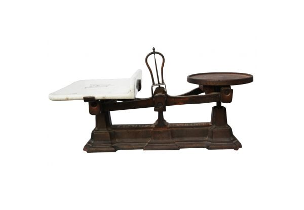 Avery Kitchen Scale Industrial kitchen scale made of iron & porcelain plate. Weighs up to 10lb. http://www.charlieford.com