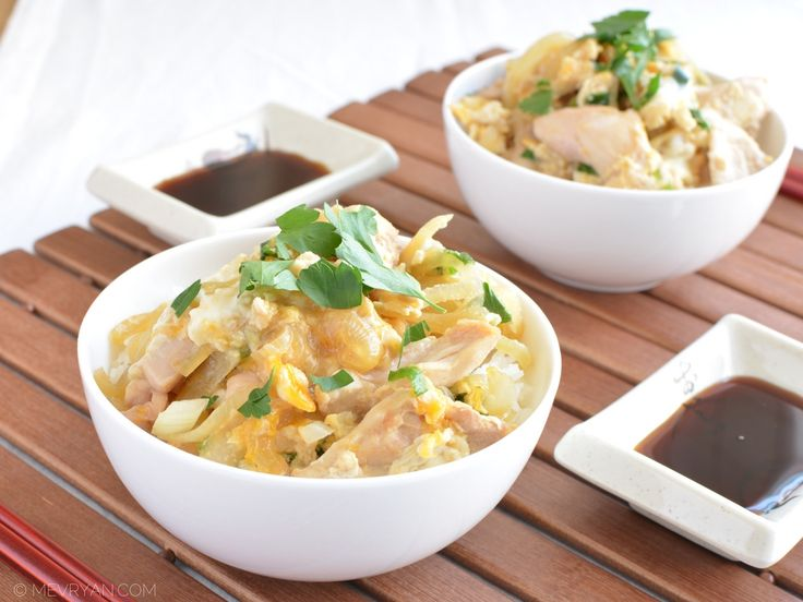 Hoe maak je Japanse Oyakodon? #Japanse #recepten #gerechten #Oyakodon #Aziatisch #koken #kip #kipgerecht #ei