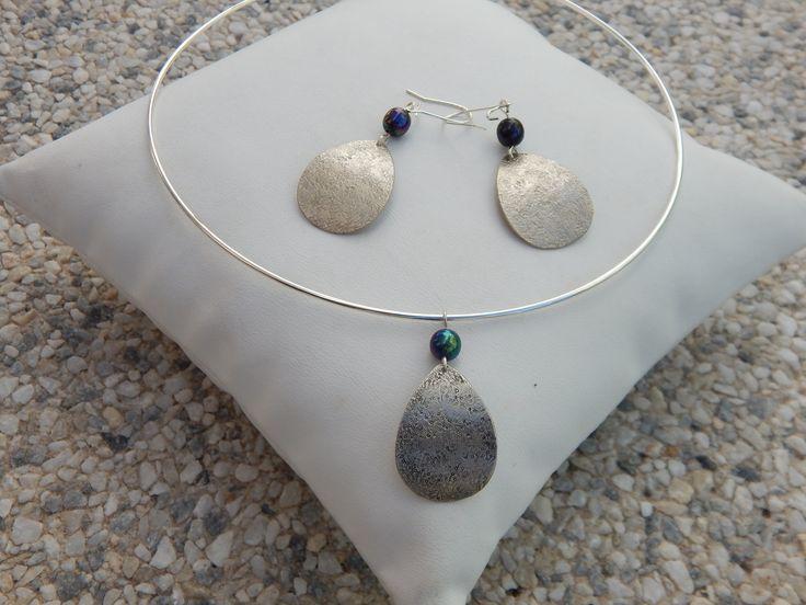 """Parure """"Goutte"""" argentée perles noir irisé (boucles et collier assortis) : Parure par bijou-lie"""