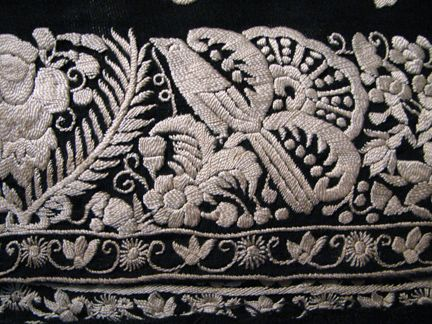 http://undiscoveredindiantreasures.blogspot.com/2012/05/parsi-embroidery-fading-art.html