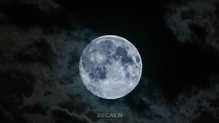 https://flic.kr/p/LzsqDP | Moon | Follow me  500px / Instagram / Twitter / Facebook / Google+  my website : becav.in  La distance moyenne séparant la Terre de la Lune est de 384 400 km. Elle est le cinquième plus grand satellite du système solaire, avec un diamètre de 3 474 km. on peut observer le cratère Tycho situé au sud. Le cratère a un diamètre de 82 km. Photo prise avec un Canon 5D Mark III et un objectif de 400mm.  The average distance between the Earth and the Moon is 384 400 km. It…