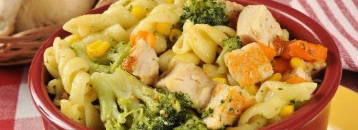 Těstovinový salát s kukuřicí, hráškem a brokolicí | Svět zdraví - Oficiální stránky