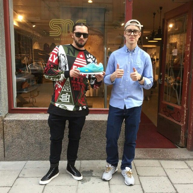@salvatoreganacci is in Stockholm to play at #ganstockholm. Before the show he came by @sneakersnstuff_sthlm to pick up a pair of the Sneakersnstuff x le coq sportif Flash 'Dunderklumpen'. Get your pair at Sneakersnstuff.com! #sneakersnstuff #lecoqsportif #hornstullsgruppen