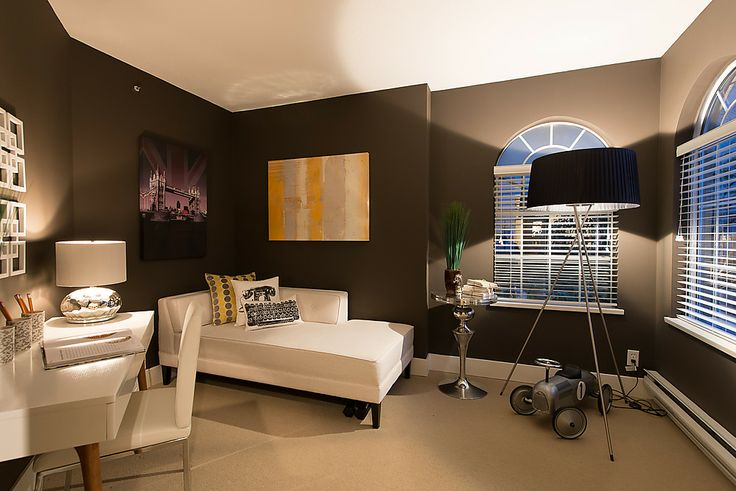 2nd bedroom can make a great office or guest room