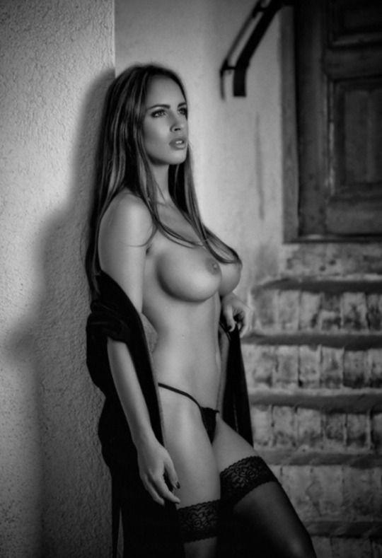 schöne topless Mädchen Bilder