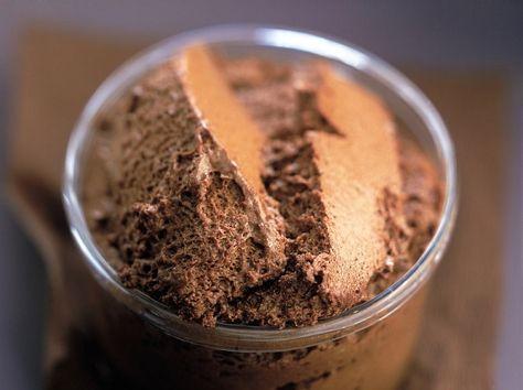 Mousse au chocolat recette nestlé valeur sûre, pour amateur de chocolat juste  1 tablette de  Chocolat NESTLÉ DESSERT Noir 6 œufs 1 pincée de  sel c'est tout! divin
