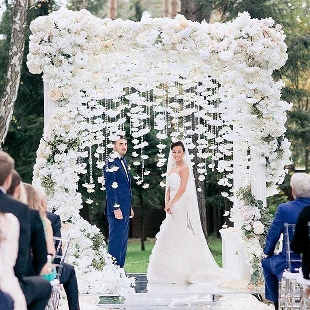 Next inspiration a white ceremony setup that made our hearts skip a beat! The serene snow white arch luscious overgrown flower garland and dazzling crystal strand are all you need to create this utterly romantic and enchanting setup! Perfect for couples who want a garden themed wedding don't you think? Double tap and tag a friend to share the inspiration! Wedding Planner @caramelwedding / Photography @ksemenikhin / Decoration @lidseventhouse by weddingdream on Instagram
