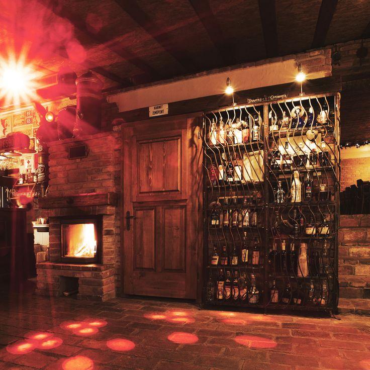 Rumotéka s více jak 40-ti druhy karibských rumů