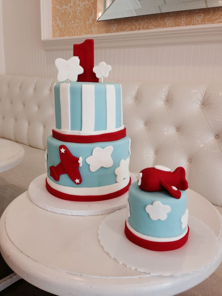 Fondant airplane cake 1 at birthday smash cake #risecupcakes