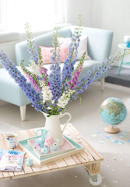 sommerblumen im wohnzimmer wunderschön-gemacht: sommerblau mit pink