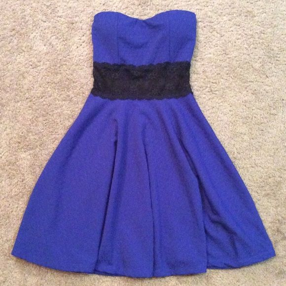 SALE* Blue and lace cocktail dress Blue cocktail dress that lands right above the knee. Has patting and elastic top. It has black lace in the mid section * willing to work with price so make an offer! Dresses Strapless