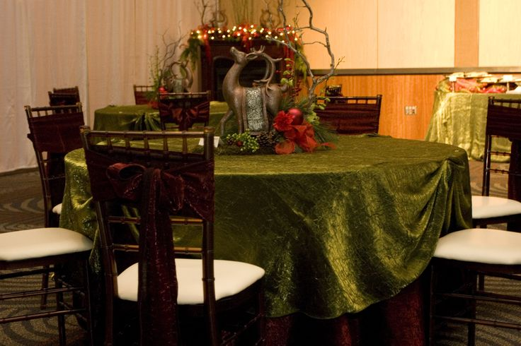 A gorgeous Christmas party table! Brick & Moss Crush were the perfect festive linens