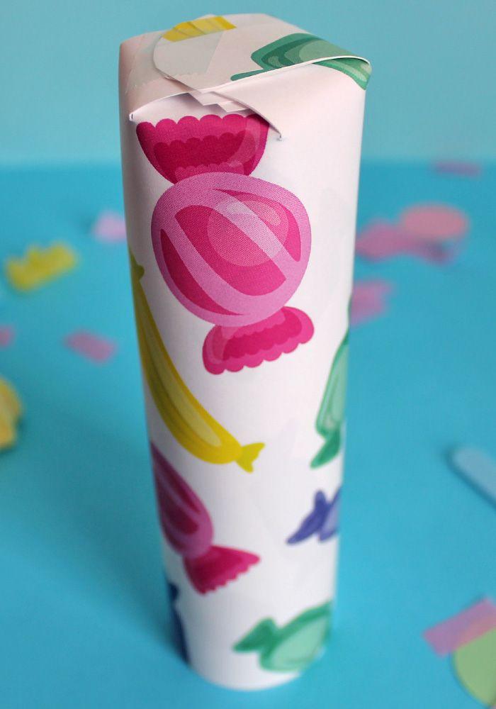 Crea fantastiche decorazioni con la carta da regalo con caramelle! scarica gratis il kit sul blog! Stampa il template e divertiti!