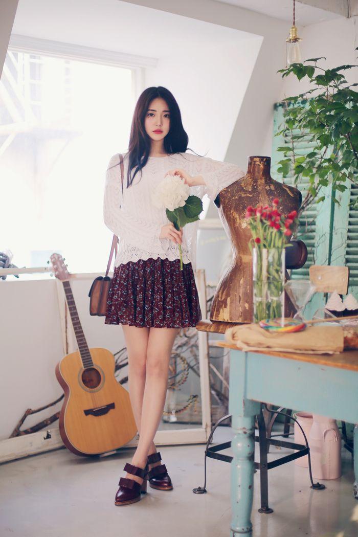 Handy crochet knit neutral vintage flower skirt
