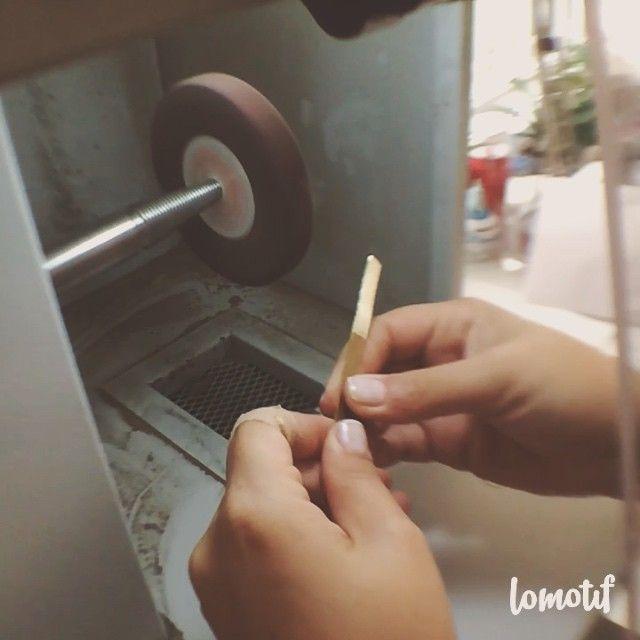 Çalışmaya devam! Bakalım bugün neler çıkacak atölyeden? #atelierpetitespierres #app #whatzinapp #jewellery #new #bracelet #thursday #accessory #muse