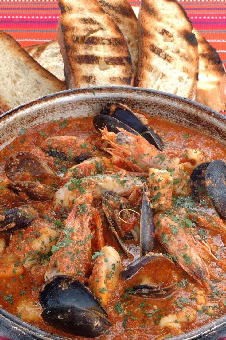 Zarzuela - Typical Spanish dish. Recipe in English languaje.