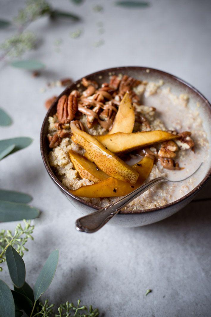 Warmer Mandel-Quinoa mit Birnen.