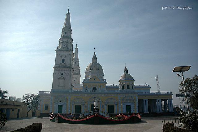 https://flic.kr/p/7XGoiU | Sardhana Church, Sardhana, Meerut District, Uttar Pradesh, India