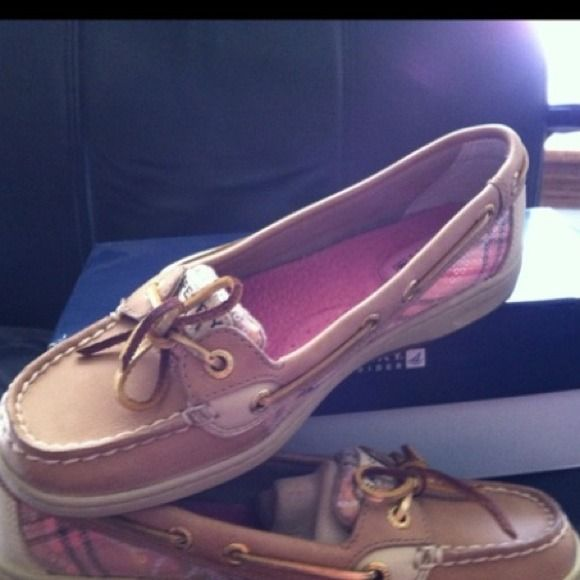 Sperry Angelfish Boat Shoes in Coral/Linen