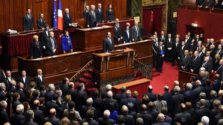 HYMNE…A LA VIE. A l'issue de son discours de près d'une heure devant le Parlement réuni en Congrès à Versailles, François Hollande a été ovationné avant que les députés, les sénateurs et les membres du gouvernement entonnent la Marseillaise. Resté à la tribune, le chef de l'État a lui-même chanté l'hymne national, avant de quitter l'hémicycle, pour laisser place au débat.