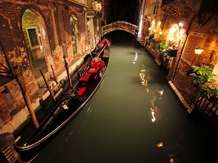 Venice, Italy - on the long list of places I want to visit.Water, Gondola, Cant Wait, Buckets Lists, Favorite Places, Romances, Night, Venice Italy, Travel