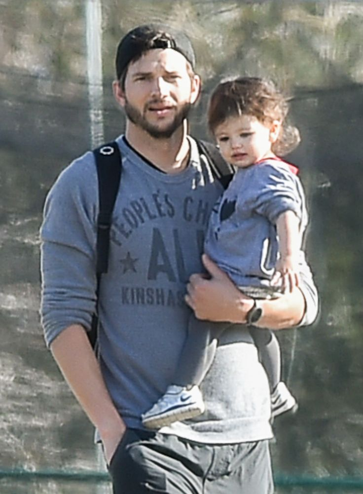 Ashton Kutcher & Wyatt: Park Playdate…