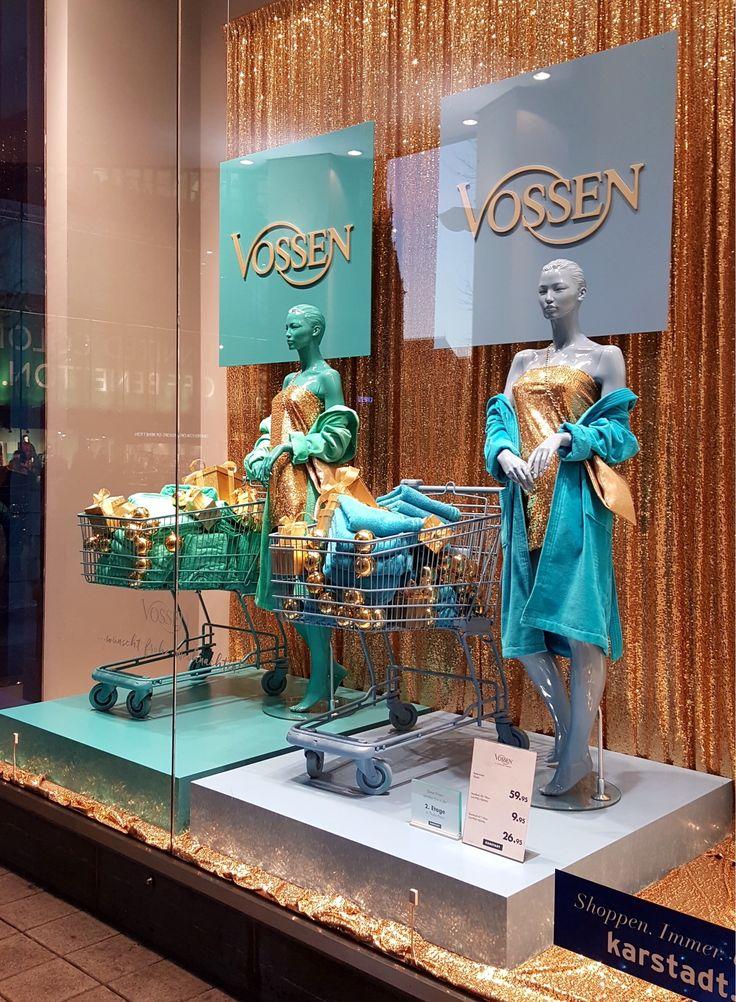 Vossen Weihnachtsschaufenster bei Karstadt in Hamburg! #vossentowels #towels #bathrobes #windows #adolfocarrarastudiodesign #christmas #gold #colours #paillettes #washingmachines #fun #design #fashion #chic #shopping #gift #karstadt #hamburg