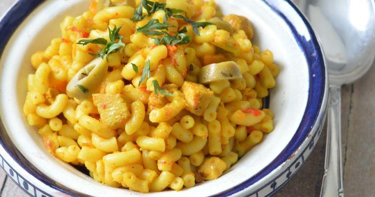 Deze macaroni heb ik gebaseerd op de pasta die je soms in het vliegtuig van Royal Air Maroc krijgt: geel van kleur en met wat paprika, c...