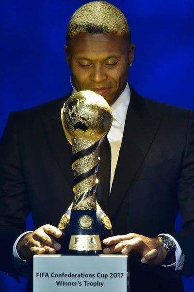 Brazil's football player Julio Baptista arrives on stage with the Confederations Cup trophy prior to the draw for the 2017 FIFA Confederations Cup at the tennis academy center in Kazan on November 26, 2016. / AFP / Alexander NEMENOV