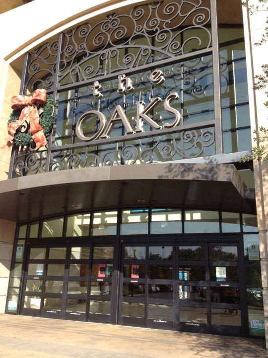 Thousand Oaks Mall In Thousand Oaks, CA