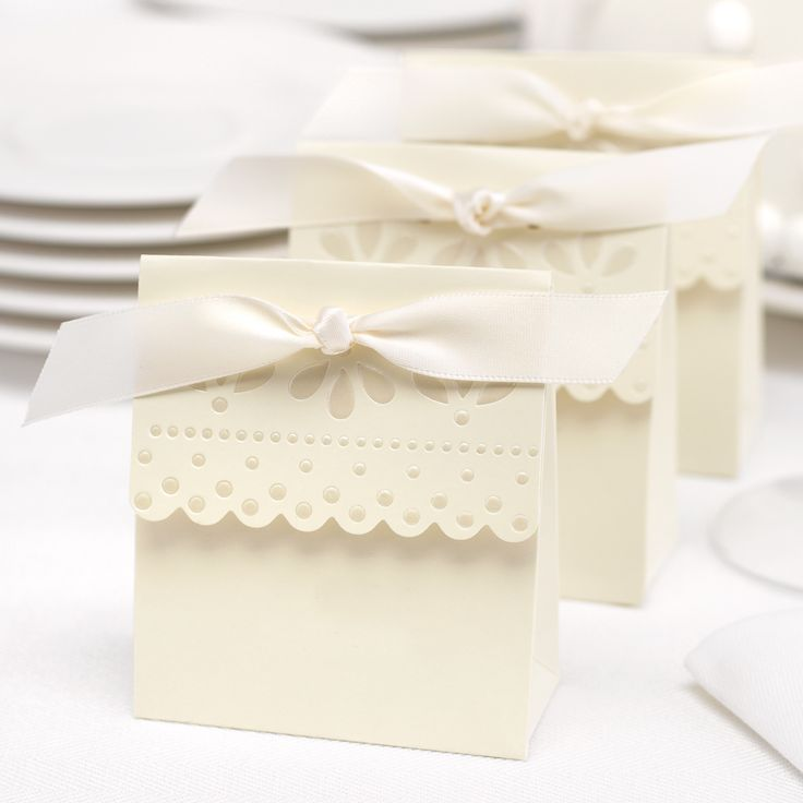 Ivory Scalloped Wedding Favor Bo Pack Of 25
