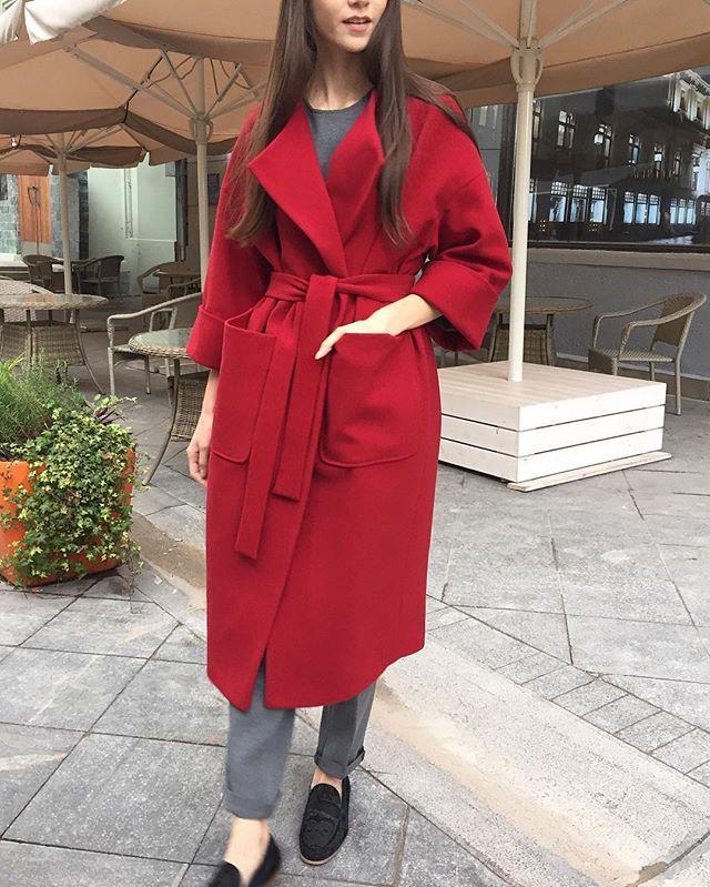 Кашемировое пальто-халат бордового цвета для вашей яркой осени Состав пальто и костюма серого цвета: 60% кашемир, 40% полиэстер  Цена: 23.500 пальто; 20.000 костюм; Пожалуйста, все вопросы  в WhatsApp +7 (925) 756-66-52 или ☎️ по телефону +7 (925) 828-22-67  А также делайте покупки на сайте www.peforgirls.ru  #peforgirls
