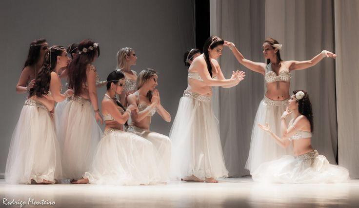 Comecei elaborando os aderecos para a danca final do espetaculo Alma da Musica, realizado pela Casa de Cha Khan el Khalili, no Teatro Santo Agostinho. O qual tive a honra e prazer de participar (dancando e desenvolvendo os aderecos) Encomendas: https://www.facebook.com/pages/Tenda-das-Ar%C3%A1bias/385506011544204?ref=hl
